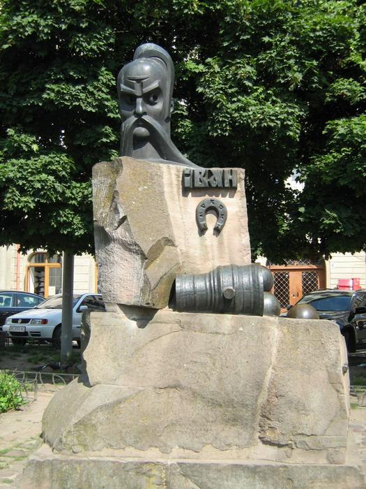 Памятник Ивану Подкове во Львове.